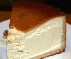 New York Style Cheesecake Recipe. Jenn's Random Scraps: Authentic Pagliacci's New York Style Cheesecake. New York Style Cheesecake . Look at this recipe - New Yummy Treats, Sweet Treats, Yummy Food, Delicious Recipes, Healthy Recipes, Cheesecake Recipes, Dessert Recipes, Cheesecake Crust, Homemade Cheesecake