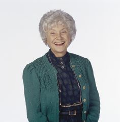Today we're remembering a career crowned by Estelle Getty's turn as wise-cracking Sophia Petrillo. Best Female Comedians, Funny Comedians, Estelle Getty, Queens Of Comedy, Celebrity Deaths, Beautiful People, Men Sweater, Funny Women, Actors