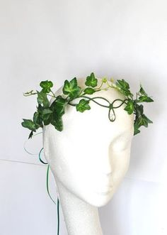 Poison ivy green ivy leaves headdress crown woodland forest fairy costume - Poison ivy halo crown whimsical woodland green by InMyFairyGarden More More Source by jakcosplay Poison Ivy Cosplay, Poison Ivy Kostüm, Poison Ivy Costumes, Poison Ivy Makeup, Tree Costume, Elf Costume, Costume Makeup, Mouse Costume, Woman Costumes