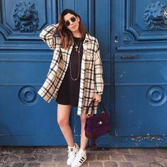 """""""Blogger off duty ✌️ Dia livre em Paris, de look totalmente relax!! Apaixonada pela #tiffinbag da @ralphlauren! PS: Arrasou na foto @marcella_kanner…"""""""