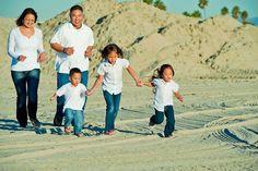 Beach family photos - photography by jabez