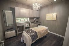 Esthetician Room Ideas - Skin and Laser Clinic treatment room Clinic Interior Design, Spa Interior, Design Offices, Modern Offices, Salon Design, Spa Room Ideas Estheticians, Massage Therapy Rooms, Facial Room, Spa Room Decor