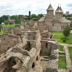 I gre up around here: Targoviste, Romania - Princely Court Ruins Places To Travel, Places To Visit, Site History, Republic Of Macedonia, Visit Romania, Beautiful Forest, European Vacation, Ancient Ruins, Historical Architecture