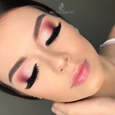 Improve makeup with these bridesmaid makeup tips Pic# 0688 Verbessern Sie Make-up mit diesen Brautjungfern-Make-up-Tipps Pic # 0688 Pink Eye Makeup, Gold Makeup, Natural Eye Makeup, Cute Makeup, Gorgeous Makeup, Eyeshadow Makeup, Cheap Makeup, Makeup Style, Eyeshadows