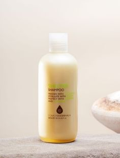A gentle shampoo for everyday use and for all hair types. Eucalyptus, camphor and peppermint freshen the scalp, while basil and lemon restore shine to hair.