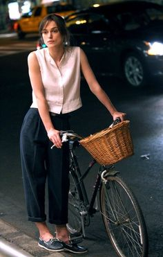 Keira Knightley rides a bike #celebritesonbikes #bike