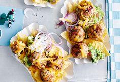 Spicy Meatballs mit Tortilla-Chips und Guacamole