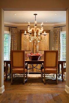 Dining room with British tan leather chairs -- photo: Jeff Zaruba -- David Michael Miller Associates