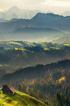 Switzerland. Je kent ze vast wel: de romige Emmentaler kazen. Deze bekende gatenkazen worden geproduceerd in het #Emmental gebergte dat op een steenworp afstand van #Bern ligt.
