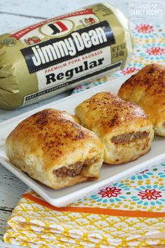 Australian Sausage Rolls: Australian Sausage Rolls are a seasoned sausage wrapped in a flaky, buttery pastry. They are delicious for breakfast, lunch, or dinner, or as an appetizer. Sausage Breakfast, Breakfast Dishes, Breakfast Recipes, Breakfast Ideas, Breakfast Appetizers, Breakfast Time, Breakfast Casserole, Aussie Food, Australian Food