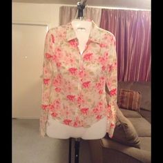 """Abercrombie & Fitch Top Abercrombie & Fitch top is made of 100% Cotton. Size XS. Long sleeve. 6 Button closure. The colors are off white/green/pink/red floral design. Laying flat """"16. Top Length """"23. Arm Length """"19. This item is NOT new, It is used and in Good condition. Authentic and from a Smoke And Pet free home. All Offers through the offer button ONLY.  Ask any questions BEFORE purchase. Please use the Offer button, I WILL NOT negotiate in the comment section. Thank You Abercrombie…"""