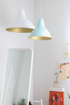 Glänzende Aussichten: 7 coole DIY Hacks mit Gold-Spray! Zum Beispiel coole Lampen im Industrial Style! Mehr auf http://www.gofeminin.de/wohnen/gold-spray-hacks-s1630897.html