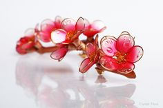 #dipflowers #crystalresin #crystalflora #pin #brooch #blossom #appleblossom #epoxyresin #resin #glassflowers #resinandwire #transparentflowers #dipit #fantasyflowers #wire #wireproducts #2018 #decoration #jewelry #unusualgift #creativegift #giftforgirl #quince #roots