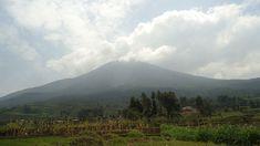 Mountain Muhabura. Uganda