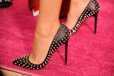 Blake Lively in Louboutins, including a close-up! Absolutely stunning, as always!
