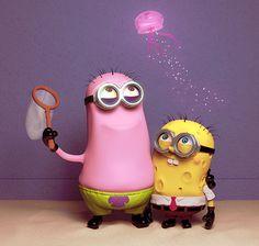 """Despicable Me"" Minions ""SpongeBob"" SquarePants the patrick one is cute but the spongebob kinda freaks me out Minion Halloween, Cute Halloween, Despicable Me 2 Minions, Cute Minions, Funny Minion, Minion Stuff, Minion Things, Minions Cartoon, Minion Dress Up"