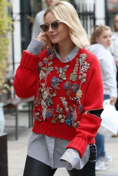Celebrity Street Style Picture Description Margot Robbie in Alexandre McQueen Pre Fashion Mode, Fashion Week, Fashion Outfits, Fashion Trends, Style Fashion, Estilo Hippie, Looks Style, Look Chic, Mode Inspiration