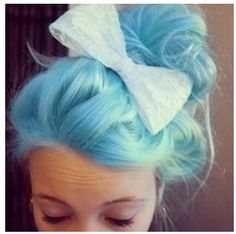 Anyone else loving the blue hair color? My Hairstyle, Pretty Hairstyles, Bun Hairstyles, Wedding Hairstyles, Love Hair, Gorgeous Hair, Color Fantasia, Cotton Candy Hair, Dye My Hair