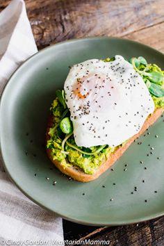 (Quick and Easy) Fried Egg Avocado Toast | breakfast recipes I vegetarian recipes I vegetarian I breakfast ideas I brunch recipes II Vegetarian Mamma #breakfast #breakfastrecipes #vegetarianrecipes
