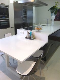 31 Modern Kitchen Area Concepts Every Residence Prepare Needs to See Kitchen Island Dining Table, Kitchen Layouts With Island, Modern Kitchen Island, Kitchen Benches, Dining Nook, Kitchen Islands, Loft Kitchen, Apartment Kitchen, Kitchen Tiles