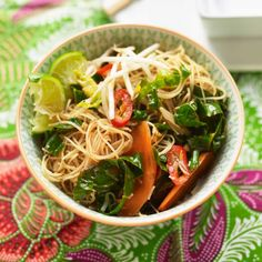 Super-quick spicy noodles with crunchy veg! Find more speedy suppers over on prima.co.uk