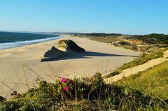 Praia do Moinho de Baixo, Sesimbra, Portugal.