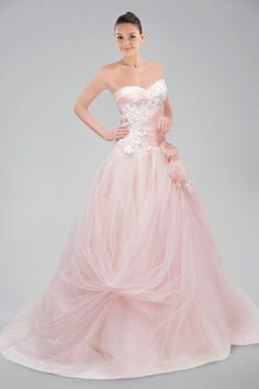 dreamy-sweetheart-neckline-chapel-train-prom-dress-adorned-with-floral-applique-and-flowers