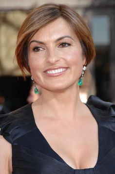 Fans have seen Detective Olivia Benson's haircuts change throughout the seasons of Law and Order: SVU. This sleek bob with bangs is a short haircut that complements most face shapes. Quick and Easy Celebrity Hairstyles