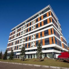 The beautiful building of A-BLOK in Belgrade is finished.We are proud to be a part of it. CREARAILING with the system CREAPOINT GT50.www.crearailing.ch In cooperation with LYCTUM, our partner and distributor for CREA glass railing systems on the balkans. LYCTUM the BEST in this area!Samir MuratiAndreja Egaric  CREA the swiss glass railing system#swissness#proud Swiss Made. Swiss Quality. World Wide. #CREA#CREARAILING#CREAPOINT#CREALINE… Glass Railing System, Glass Balustrade, Belgrade, Beautiful Buildings, Multi Story Building, World, Glass Handrail, Peace, The World
