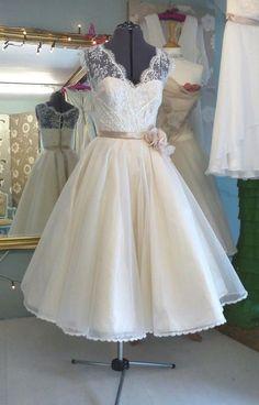 vintage short wedding dresses for vow renewal | vintage style wedding dress repinned from wedding dresses by kim david ...