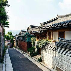 Beautiful South Korea~ Photo by @stuckinseoul __________________________ #서울 #한국 #여행 #맞팔 #행복 #korea #seoul #street #architecture #nature #city #bigcitylife #beautiful #sky  #day #travel  #landscape #white #vsco #vscocam #vscokorea #look #like #live #life #photo #pic #people #world #southkorea