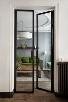 Un canapé vert pour un appartement gris - PLANETE DECO a homes world