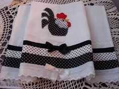 patch sofia e mel bebe Quilting Projects, Quilting Designs, Embroidery Designs, Sewing Projects, Dish Towels, Hand Towels, Tea Towels, Applique Towels, Towel Apron
