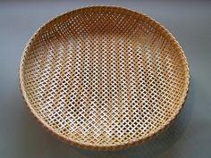 Bamboo Art, Bamboo Crafts, Bamboo Weaving, Basket Weaving, Cane Baskets, Bamboo Building, Bamboo Architecture, Japanese Bamboo, Bamboo Basket