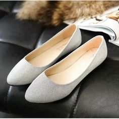 Shoe Type: Flat Shoes 	Toe Type: Round Toe  	Closure Type: Slip On 	Heel Type: Flat  	Heel Height: 1cm 	Gender: Female 	Occasion:  Casual  	Season:  Summer,Autumn  	Color: Black,Silver,Beige,Red 	 	Material: 	Upper Material:Synthetic 	Outsole Material: Rubber 	 	 Package included:  	1*pair of shoes(without box)      	   	   Please Note:   	1.Please according your feet length to choose your suitable size.   	 2.This size listed is based on international sizing system, please see the Size…