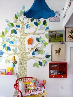 Lutterlagkage Home as featured in Homespun Style - sweet vintage wallpaper tree collage idea