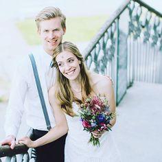 Guten Morgen, liebe #instabräute ! Zum heutigen #weddingwednesday mal eine der lustigen Momentaufnahmen von unserem Sommer #styledshoot . Was unsere #models da zusammen geblödelt haben, konnte ich leider bis heute nicht rausfinden, aber eins ist klar: #spaß ist im Leben doch immer einer der besten Begleiter - auch an eurem #hochzeitstag 😉👍🏼. #havefun !