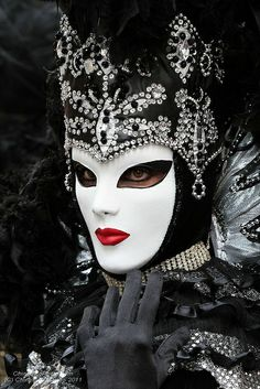 Doesn't she look like the wicked queen in Disney's movie, Snow White?  Gorgeous costume!