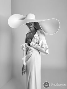 2019 Wedding Dress Trends With Livné White. Bridal Trends - ISABELLA Showcases the Ruffles, Minimalis and Plunging Neckline trends. A chic wrap-look wedding gown made of crepe, featuring a drop V-neckline fitted long sleeves. Wedding Dress Trends, Designer Wedding Dresses, Look Fashion, Womens Fashion, Fashion Design, Fashion Tips, Bridal Fashion, White Fashion, Ladies Fashion