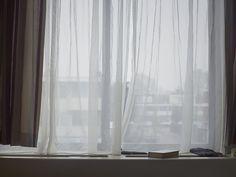 Een staatloze heeft geen land. Juridisch wordt hij of zij door niemand erkend. Voor Document Nederland, een initiatief van het Rijksmuseum waarbij een fotograaf jaarlijks een actueel onderwerp onder de loep neemt, besloot Anoek Steketee deze groep in beeld te brengen: mensen die juridisch niet bestaan.