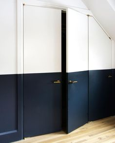 Awesome Skirting boards are often a forgotten interior design idea but in today's po… – All About Home Decoration Half Painted Walls, Half Walls, Painted Doors, Two Tone Walls, Painted Wainscoting, Wainscoting Nursery, Wainscoting Styles, Wainscoting Height, Black Wainscoting