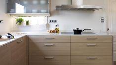 Vivienda equipada con el modelo de cocina ARIANE roble champán de Santos.