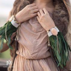 Diseño totalmente atemporal ✨Y tú.. ¿Con qué lo combinarías?🙊 www.marielalvarez.com - - - - - - - - - - - #complementos #pulseras #plumas #naturales #outfit #casual #trendy #like4like #fashion #moda #accesorios #joyas | SnapWidget