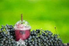 5 bebidas para perder peso mientras duermes - Adelgazar en casa Grape Juice, Blueberry, Smoothies, Fruit, Food, Ayurveda, Vectors, Exercise, Photos