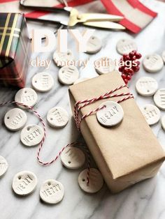 Buy Gift Wrap, Token of appreciation Baggage & Get Gift Wrapping Inspirations And a lot Clay Christmas Decorations, Christmas Clay, Diy Christmas Ornaments, Diy Christmas Gifts, Christmas Birthday, Salt Dough Decorations, Navidad Diy, Christmas Gift Wrapping, Diy Clay