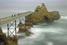 Le rocher de la Vierge, Biarritz pic.twitter.com/EzZ6GUAY0y