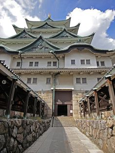 Entrance to Nagoya Castle's Keep, Japan | by Rekishi no Tabi, via Flickr