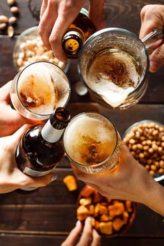 Diferencia entre cerveza industrial y artesanal The first time we met a craft beer we have many doub Appetizer Recipes, Snack Recipes, Snacks, Wine Appetizers, Most Popular Alcoholic Drinks, Italian Recipes, Mexican Food Recipes, French Recipes, Craft Bier