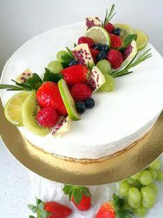 Cake Decorating Designs, Easy Cake Decorating, Fruit Cake Design, Fresh Fruit Cake, Cake Recipes, Dessert Recipes, Waffle Cake, Deli Food, Savoury Cake