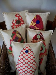 Crafty!! colorful fish pillows Automotive Spray Paint, Fabric Fish, Fish Pillow, Sewing Projects, Craft Projects, Koi, Small Cushions, Colorful Fish, Quilted Pillow